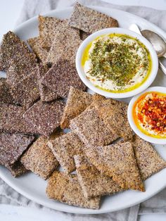 These easy crunchy flaxseed crackers only require a few ingredients, they make a great healthy snack! Vegan, gluten free and paleo. Sugar Free Recipes, Paleo Recipes, Low Carb Recipes, Whole Food Recipes, Cooking Recipes, Flour Recipes, Cooking Time, Healthy Crackers, Healthy Snacks