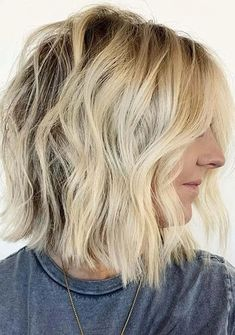 See here our best collection of short bob haircuts with blonde hair color tones to show off in year 2020. This is most amazing bob haircut style for all the bold ladies to try for cute short hair looks nowadays. You know bob is one of those hair looks which are so much liked by modern women since last many years. Bob Haircuts 2017, Best Bob Haircuts, Bob Haircuts For Women, Cute Hairstyles For Short Hair, Hairstyles Haircuts, Short Hair Styles, Best Bobs, Hair Looks, Hair Lengths