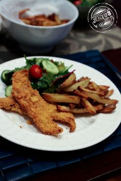Philips Airfryer - fish and chips ---  Fish and chips This was probably one of the quickest dinners I've ever made. Perch fillets are crumbed in ground tortilla chips and then placed into one half (it comes with a removable separator) of the Airfryer. On the other hand, potatoes are cut, soaked in water and pat dry. Then they're lightly coated with half tablespoon of olive oil, and poured straight into the other side of the Airfryer. The timer was set to 15 minutes and dinner was served.