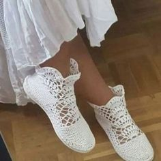 Model bu tabanlar ge… There is no limit to learning.Model will start working as soon as these soles come. Crochet Sandals, Crochet Boots, Crochet Slippers, Crochet Shoes Pattern, Shoe Pattern, Knitting Patterns, Crochet Patterns, Toms Style, Crochet Diy
