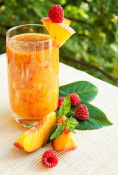 Smoothies have grown very popular over the years, with fruit smoothies being at the top of the list of favorite beverages. Many people already consume fruit smoothies regularly and have praised the… Smoothie Detox, Raspberry Smoothie, Juice Smoothie, Smoothie Drinks, Smoothie Recipes, Smoothie Ingredients, Raspberry Liquor Recipe, Juice Recipes, Healthy Juices