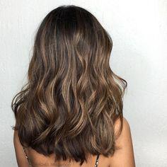 Loose curled/waved brunette medium length hair Dream Hair, Hair Inspo, Hair Inspiration