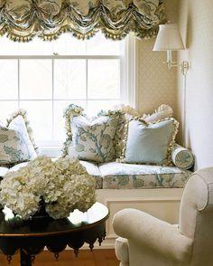 ~ Chambre avec Fleurs ~ **Window Seat**