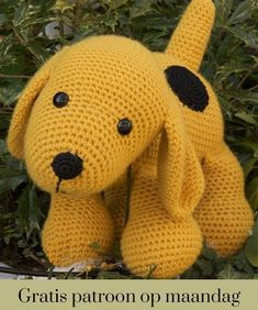 Crochet pattern Dog : A free Dutch crochet pattern of a dog. Do you want to crochet this sweet dog too? Then quickly continue reading about the pattern on Crochet information Crochet Amigurumi Free Patterns, Diy Crochet, Crochet Toys, Diy Dog Toys, Pet Toys, Baby Toys, Knitted Animals, Dog Pattern, Stuffed Toys Patterns