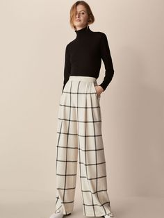 Women's trousers at Massimo Dutti. Find the Autumn/Winter 2017 collection of smart culottes and velvet, palazzo, chino or wide leg trousers for the office. Wide Pants, Wide Leg Trousers, Trousers Women, Women's Trousers, Smart Casual Outfit, Casual Outfits, Fashion Outfits, Women's Fashion, Mode Tennis