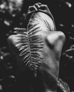 tropical vibes. Body Art Photography, Model Poses Photography, Outdoor Photography, Artistic Photography, Photography Women, Creative Photography, Image Foto, Nude Portrait, Creative Portraits