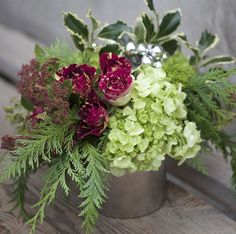nice Traditional holiday colors with a touch of sparkle. Designed with kiwi…. Christmas Flower Arrangements, Christmas Flowers, Beautiful Flower Arrangements, Winter Flowers, Christmas Centerpieces, Floral Centerpieces, Floral Arrangements, Beautiful Flowers, Christmas Decorations