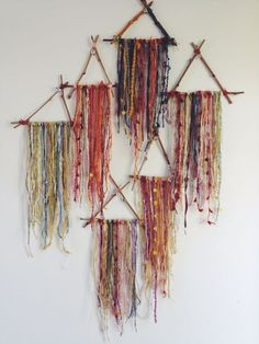 Small Triangle Dream Catchers - What to do with leftover bits of beautiful yarn. Throw a yarn party? Hippie Crafts, Diy And Crafts, Arts And Crafts, Fall Crafts, Halloween Crafts, Deco Boheme, Dream Catchers, Small Dream Catcher, Bohemian Decor