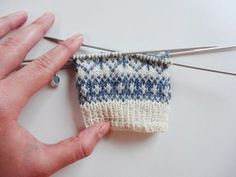 Instructions: Knit half finger gloves with Norwegian pattern Knitting Projects, Knitting Patterns, Bobble Hats, Girls Sweaters, Girl Boss, Mittens, Knitted Hats, Swatch, Weaving