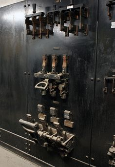 Century-Old Steampunk Hiding In A Hospital Basement Jules Verne, Physics Lab, Steampunk Skirt, Industrial Architecture, Industrial Photography, Vintage Classics, Game Room, Wine Rack, Cool Photos