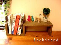 シャビーな木製飾り棚付きブックスタンド フレンチアンティーク… [楽天] #Rakutenichiba