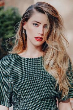 Shared by Marianna Find images and videos about amber heard and jason momoa on We Heart It - the app to get lost in what you love Amber Heard Hair, Amber Heard Style, Amber Heard No Makeup, Amber Head, Le Rosey, Beautiful Actresses, Hollywood Actresses, Blond, Celebrity Style