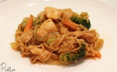 Simple Chicken Chow Mein Recipe Main Dishes with ramen noodles seasoning, yellow onion, carrots, broccoli, sugar pea, chicken breasts, garlic, olive oil, sesame oil, soy sauce, worcestershire sauce, ketchup, Sriracha, sugar