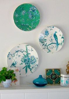 Wedgewood plates displayed with a simple ikea vase