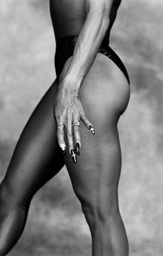 American track and field star, Florence Griffith Joyner, photographed for the September 1988 Madame Figaro in New York City. Get premium, high resolution news photos at Getty Images Olympic Runners, Study Pictures, New York Times Magazine, City Ballet, Abstract Photography, Photography Ideas, Black N White, Track And Field, Female Athletes