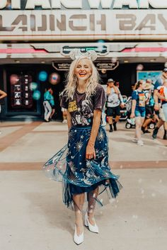Star Wars-Inspired Disney World Outfit Ideas: In honor of this week's opening of Star Wars: Galaxy's Cute Disney Outfits, Disney World Outfits, Disneyland Outfits, Disney Inspired Outfits, Disney Style, Disney Worlds, Disney Fashion, Disney Parque, Sparkly Skirt