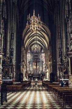 Exploring St. Stephen's Cathedral - Beautiful St. Stephen's Cathedral in Vienna