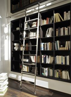 Love this wall of bookshelves and that library ladder! Library Bookshelves, Library Ladder, Library Wall, Built In Bookcase, Bookcases, Home Library Design, Modern Library, House Design, Design Desk