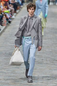 Louis Vuitton Spring 2020 Menswear Collection - Vogue Best Picture For Club Outfit plus size For Your Taste You are looking for something, and it is going to tell you exactly what you are looking for, Runway Fashion, High Fashion, Men's Fashion, Fashion Show, Fashion Trends, Fashion Editorials, Rugged Style, Louis Vuitton Hombre, Style Brut