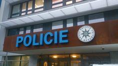 Fe zinkovaná konstrukce s opláštěním z COR-TEN plechu + světelný nápis Policie - Pelhřimov