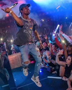 "Travis Scott Wearing the Air Jordan 4 Premium ""Snakeskin"" Travis Scott Outfits, Travis Scott Fashion, Travis Scott Tumblr, Travis Scott Style, Travis Scott Concert, Mode Streetwear, Streetwear Fashion, Men Street, Street Wear"