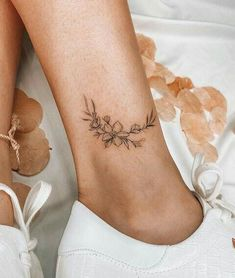 Image about photography in ThingsThatAre by IAmWhatIAm Cute Ankle Tattoos, Ankle Tattoos For Women, Cute Tattoos For Women, Cute Tiny Tattoos, Dainty Tattoos, Little Tattoos, Pretty Tattoos, Small Tattoos, Hawaiianisches Tattoo