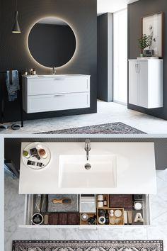 Få orden i sakene med skuffeinnsatser i forskjellige størrelser. Til alle Foss høyskap og skuffer kan vi anbefale 3box- et sett med oppbevaringsbokser laget i bambus. Settet består av en stor og to mindre bokser. Baderomsinnredningen er fra Foss. Les mer om smart oppbevaring på bademiljo.no! #baderom #oppbevaring White Mosaic Bathroom, Mirror, Furniture, Home Decor, Organize, Bottles, Bamboo, Decoration Home, Room Decor