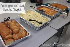 Cooking for a Crowd: Pasta Night If you are looking for an easy and filling menu plan for feeding a crowd then this pasta night meal idea might be just what you are looking for. Team Dinner, Dinner Party Menu, Sunday Dinner For A Crowd, Group Dinner, Sunday Dinners, Dinner Bell, Pasta Bar, Pasta Menu, Pasta Food