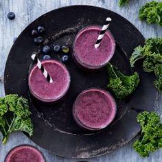 Mustikka-lehtikaalismoothie | Soppa365 Superfood, Tea Lights, Birthday Candles, Healthy Snacks, Smoothies, Drinks, Recipes, Inspired, Kitchen