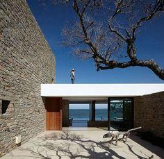 Enhanced environment: a home inspired by its suroundings. Buenos Mares Villa - RDR ARQUITECTOS