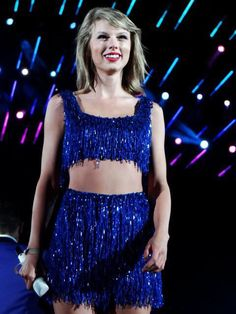 THIS IS MY FAV SHAKE IT OFF OUTFIT!!