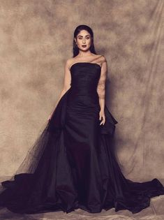 Kareena Kapoor khan sets the fire on-ramp in a black satin gown at Lakme fashion week. Indian Celebrities, Bollywood Celebrities, Bollywood Fashion, Bollywood Style, Bollywood Actors, Cocktail Outfit, Cocktail Gowns, Kareena Kapoor Khan, Deepika Padukone