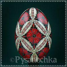 Hand made HQ from Roman. Ukrainian Easter Eggs, Ukrainian Art, Egg Crafts, Easter Crafts, Incredible Eggs, Polish Easter, Egg Shell Art, Egg Styles, Carved Eggs