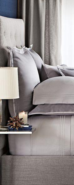 Hudson Park Bedding.  Belle coloration...  Agencement des oreillers et coussins...