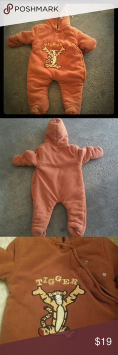 Disney Tigger 2T Snow Suit Disney Tigger Snow Suit Size 2T  Condition 8/10  Will ship within 24-48Hrs  Let me know if you have any questions  Thanks for looking:-D Other