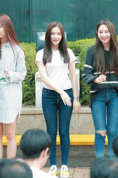 Nancy Jewel Mcdonie, Nancy Momoland, Pretty Asian, Beautiful Asian Girls, Sexy Jeans, T Shirt And Jeans, Korean Girl Fashion, Crazy Girl Quotes, Stylish Girl Pic