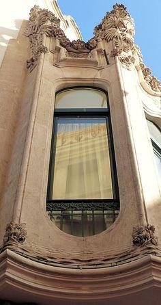 https://flic.kr/p/QMxx2y   Vilafranca del Penedès - Cort 28 g   Casa Josep Jané i Alegret  1909-1910  Architect: Eugeni Campllonch i Parés 1909-1910