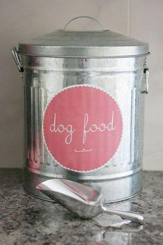 UHeart Organizing: 3 Simple Steps to Stylish Pet Food Storag.- UHeart Organizing: 3 Simple Steps to Stylish Pet Food Storage + Free Printable! IHeart Organizing: UHeart Organizing: 3 Simple Steps to Stylish Pet Food Storage + Free Printable! Food Dog, Cat Food, Dog Food Recipes, Food Baby, Dog Food Container, Food Containers, Storage Containers, Yorkshire, Pet Food Storage
