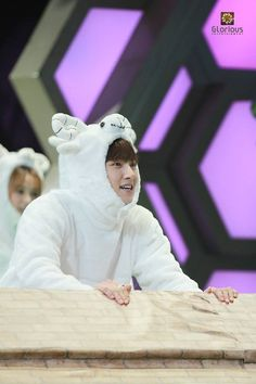 super cute Ji Chang Wook finds his adorable animal side in photos from his Happy Camp appearance
