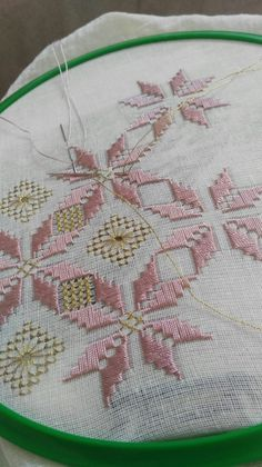 This Pin was discovered by Fat Hand Embroidery Designs, Embroidery Patterns, Cross Stitch Patterns, Hardanger Embroidery, Embroidery Stitches, Chicken Scratch Patterns, Broderie Bargello, Monks Cloth, Freeform Crochet
