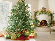 A Christmas look I never tire of- clean, classic and elegant. Always!  Traditional Elements