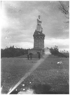 Fotos Zaragoza antigua-Rafael Castillejo-Zaragoza-Zaragoza en la memoria Statue Of Liberty, Piano, Travel, Zaragoza, Antique Photos, Cities, Viajes, Places, Statue Of Liberty Facts