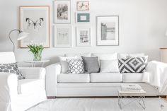 Skandinaavinen olohuone ja kaunis tauluseinä - Etuovi.com Sisustus Living Area, Living Spaces, Living Rooms, Interior Decorating, Interior Design, Decoration, My Dream Home, New Homes, Couch