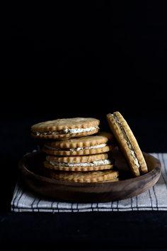 Tea Aisle Almond Shortbread Sandwich Cookies With Jasmine Green Tea ...