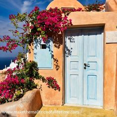 Beautiful architecture of the small towns of Santorini, Greece. Beautiful Photos Of Nature, Nature Photos, Travel Around The World, Around The Worlds, Landscape Steps, Santorini Greece, Beautiful Architecture, Small Towns, Islands