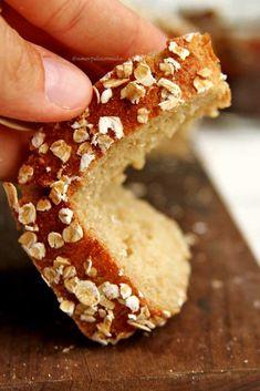 Receita de pão de aveia fit integral rápido e fácil, sem farinha de trigo, sem ovo e sem leite. Precisa de 5 ingredientes, fica muito macio e saboroso!