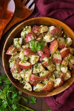 Love this flavorful twist on potato salad! This Garlic Herb Potato Salad is one of my favorite summer side dish recipes + it's healthier than the classic since it's made with olive oil. RECIPE LINK IN BIO. Homemade Potato Salads, Potato Salad Recipe Easy, Herbed Potato Salad, Potato Recipe For Cookout, Simple Potato Salad, Potato Salad No Mayo, The Menu, Salad Recipes Video, Summer Side Dishes