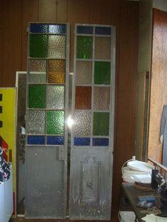 Puertas antiguascon vidrio repartido con detalles de - Verjas de madera ...