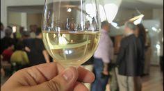Apresentação pelo IVBAM do vinho branco caracol de uvas produzidas no Po...
