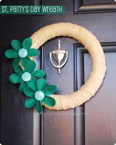 St. Patrick's day wreath + interchangeable clips for other holidays - use the same wreath all year long and clip on